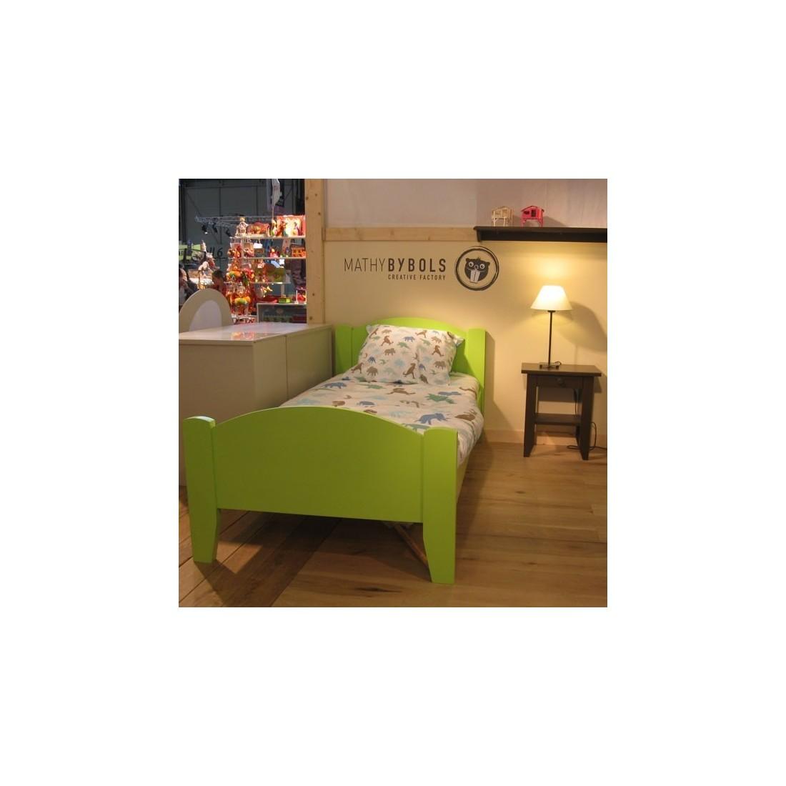 lit enfant et table de chevet tilleul lisb coloris au choix mathy by bols ma chambramoi. Black Bedroom Furniture Sets. Home Design Ideas