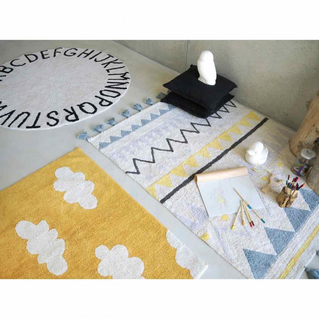 tapis enfant coton lavable jaune moutarde nuages blanc lorena canals ma chambramoi. Black Bedroom Furniture Sets. Home Design Ideas