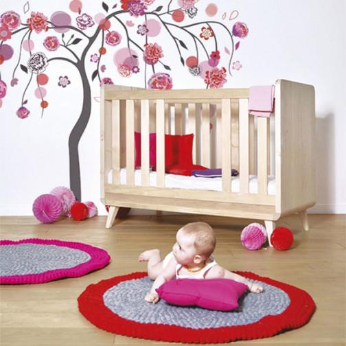 Tapis-bébé-rouge-et-gris