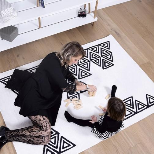 tapis-enfant-noir-et-blanc