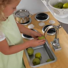 cuisine-enfant-avec-robinet