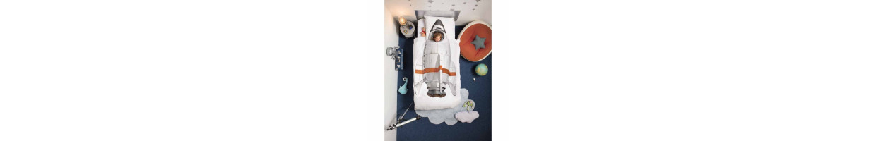 Chambre enfant th me d co voyage ma chambramoi for Photo deco chambre enfant